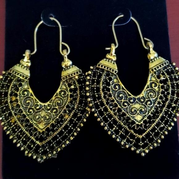 New beautiful gold fan shape gold tone earrings ap